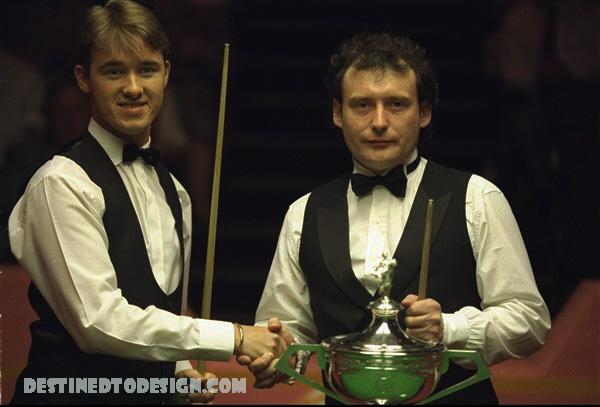 จิมมี่ ไวท์ หรือ เจมส์ วอร์เรน เกิดเมื่อวันที่ 2 พฤษภาคม ค.ศ. 1962 เป็นคนสัญชาติ อังกฤษ เกิดที่ประเทศ อังกฤษ จิมมี่ ไวท์ นั้นเริ่มเล่นกีฬาสนุกเกอร์